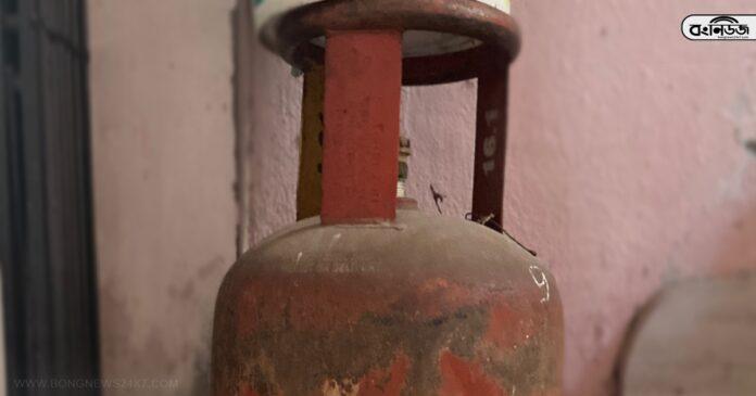 দূর্দান্ত খবর! LPG গ্যাস ব্যবহারকারীদের জন্য চালু হল ৪ বিশেষ পরিষেবা! কী কী? জেনে নিন / প্রতীকী ছবি