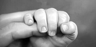 করোনা কাড়ল ৫ মাসের একরত্তির প্রাণ! 'সব হারালাম' বলে কেঁদে উঠলেন বাবা / প্রতীকী ছবি