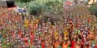 মাস্ক-সামাজিক দূরত্বকে বুড়ো আঙুল! করোনা তাড়াতে শোভাযাত্রায় সামিল কাতারে কাতারে মহিলা!